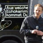 Dr. Stefan Kroll bei seinem Beitrag in der Speaker's Corner vor dem Streitbus.
